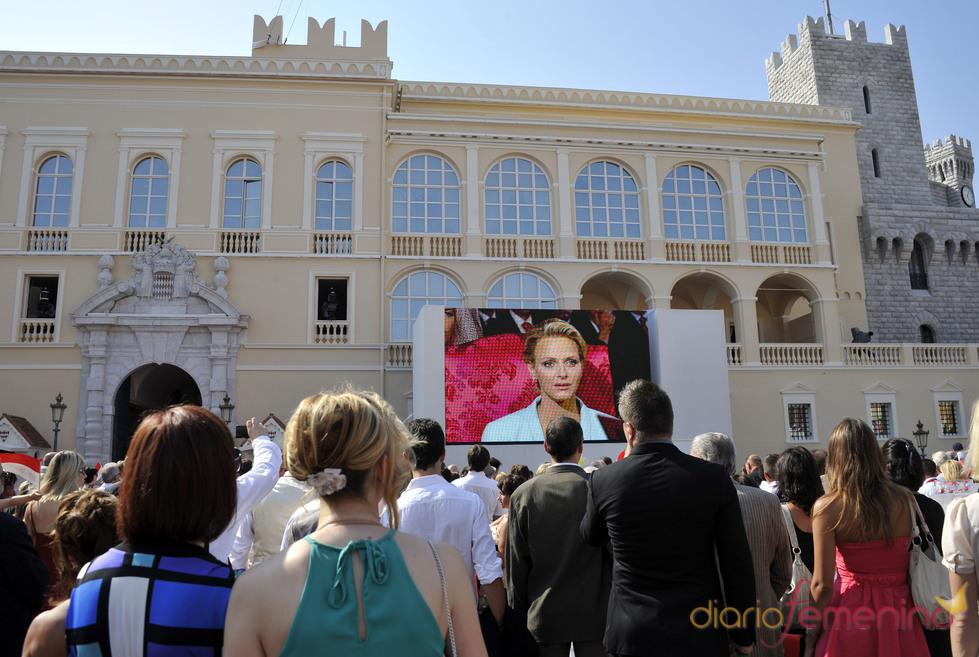 Cientos de personas contemplan la ceremonia civil de la Boda Real de Mónaco