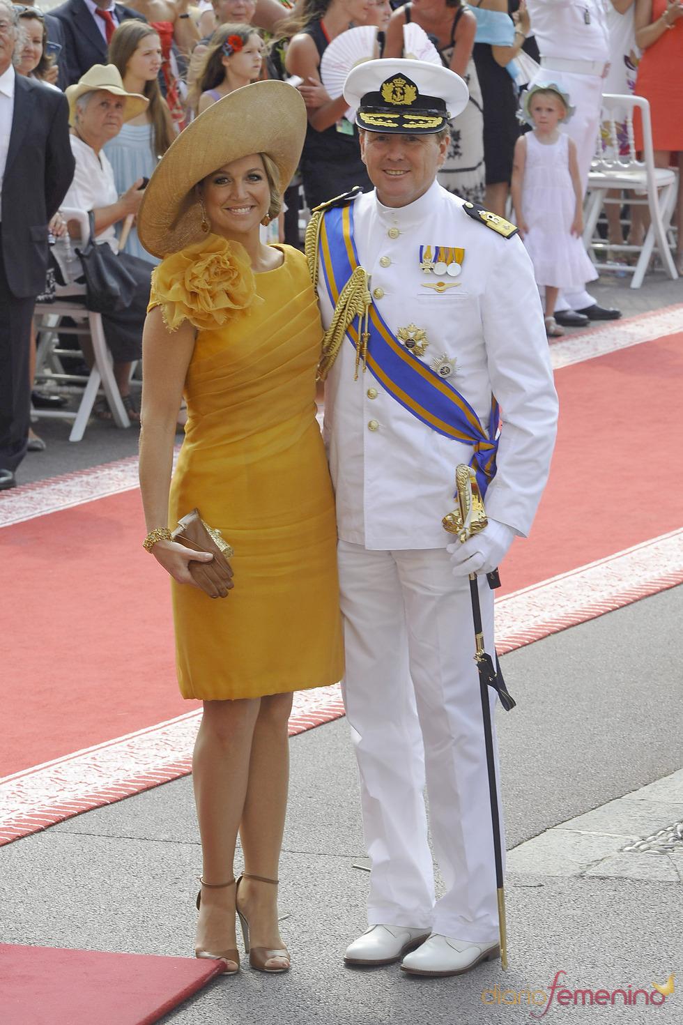 Guillermo Alejandro y Máxima de Holanda llegan a la ceremonia religiosa de la Boda Real de Mónaco