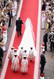 La larga cola del vestido de novia de Charlene Wittstock en la Boda Real de Monaco