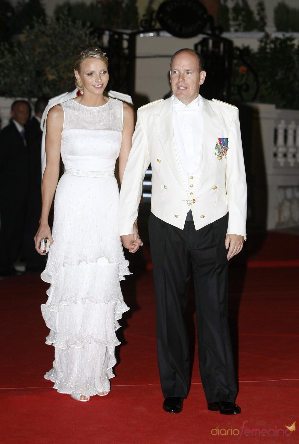 Alberto de Mónaco y Charlene Wittstock en la cena de gala de la Boda Real de Mónaco