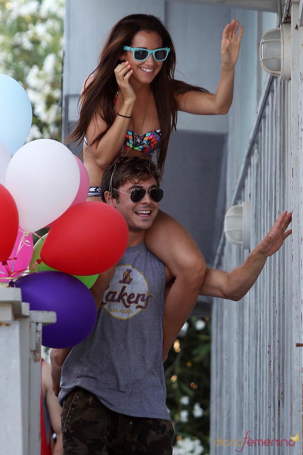 Zac Efron y Ashley Tisdale juntos y mimosos en la fiesta de cumpleaños de ella