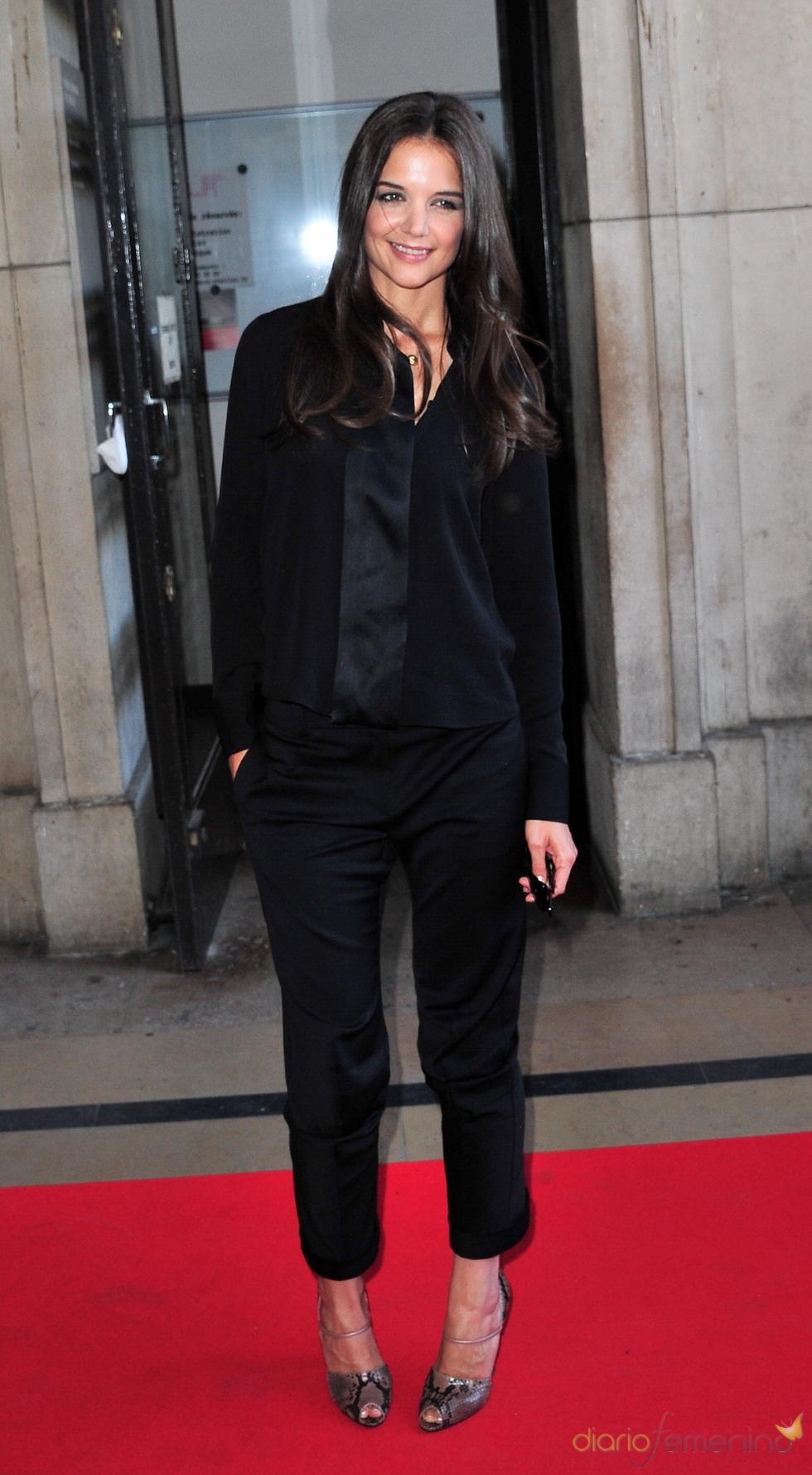 Katie Holmes en el desfile de Giorgio Armani en París