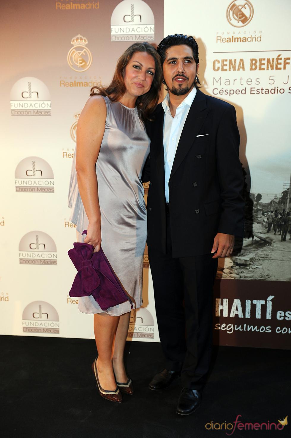 Niña Pastori y su marido en una cena benéfica celebrada en el Bernabéu
