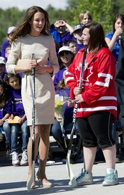 Kate Middleton juega al hockey en Canadá