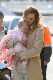 Nicole Kidman con su hija Faith Margareth en el aeropuerto de Sydney