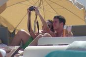 Álex Lecquio y Andrea Guasch se fotografían en Ibiza