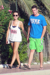 Álex Lecquio y Andrea Guasch pasean por Ibiza