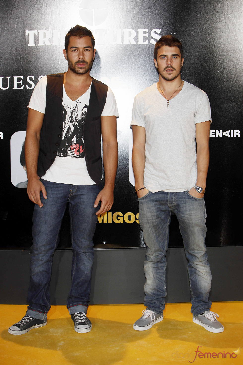 Los actores David Seijo y Javier Hernández en el estreno de la película 'Amigos'
