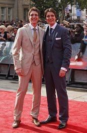James y Oliver Phelps llegan a la premier mundial de 'Harry Potter'
