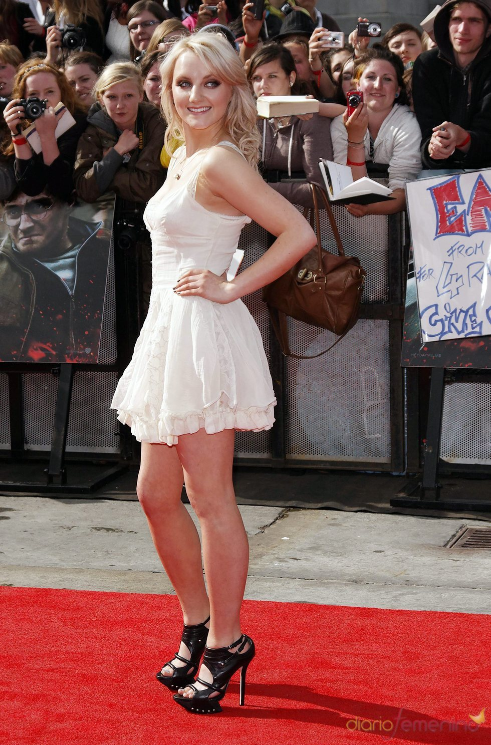 Evana Lynch llega a la premier mundial de 'Harry Potter'