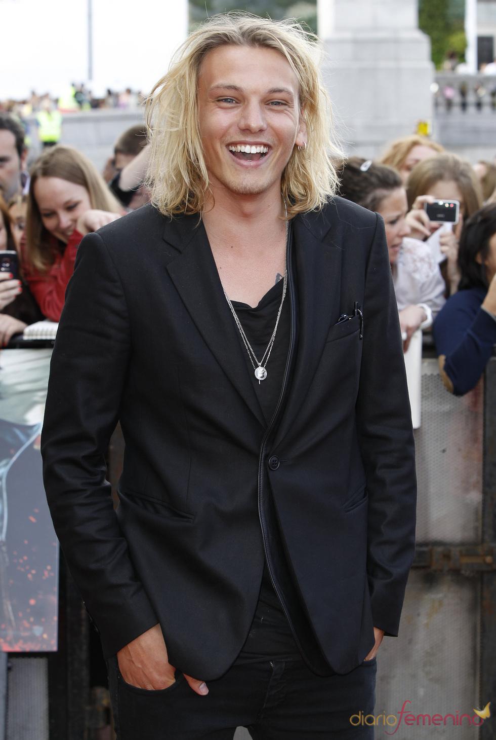 Jamie Campbell llega a la premier mundial de 'Harry Potter'