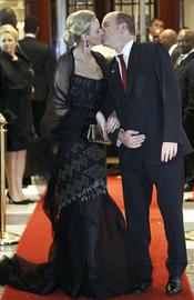 Charlene Wittstock y Alberto de Mónaco se besan en Sudáfrica