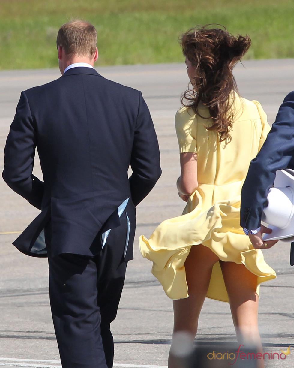 El viento sube el vestido de Kate Middleton durante su visita a Canadá