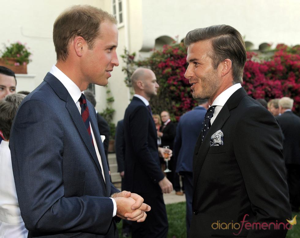 Guillermo de Inglaterra charlando con David Beckham en Los Ángeles