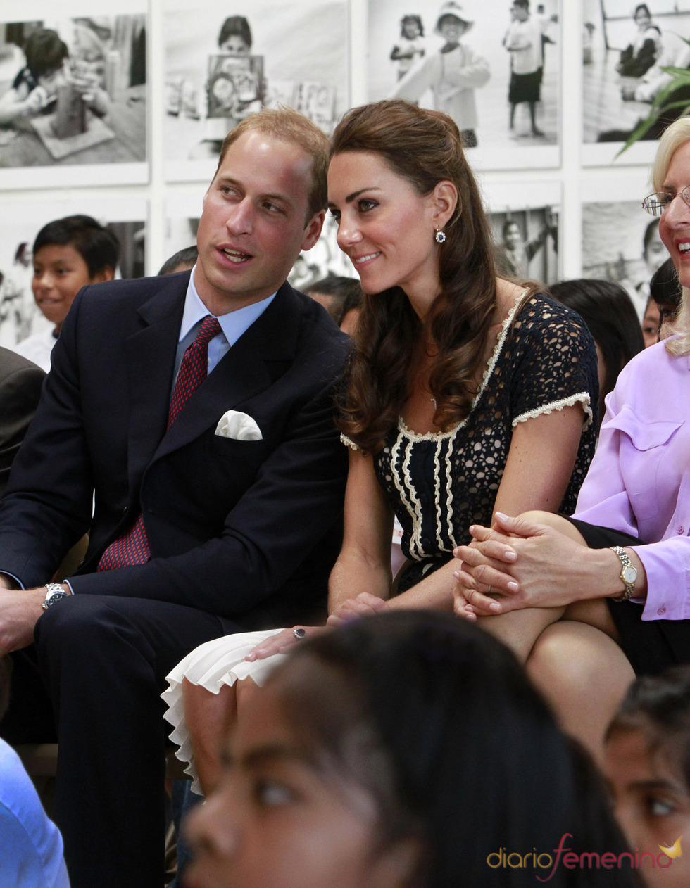 Guillermo de Inglaterra y Kate Middleton visitan un centro de arte en Los Ángeles
