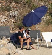 Carla Bruni muy cariñosa con Nicolás Sarkozy en sus vacaciones en la costa azul