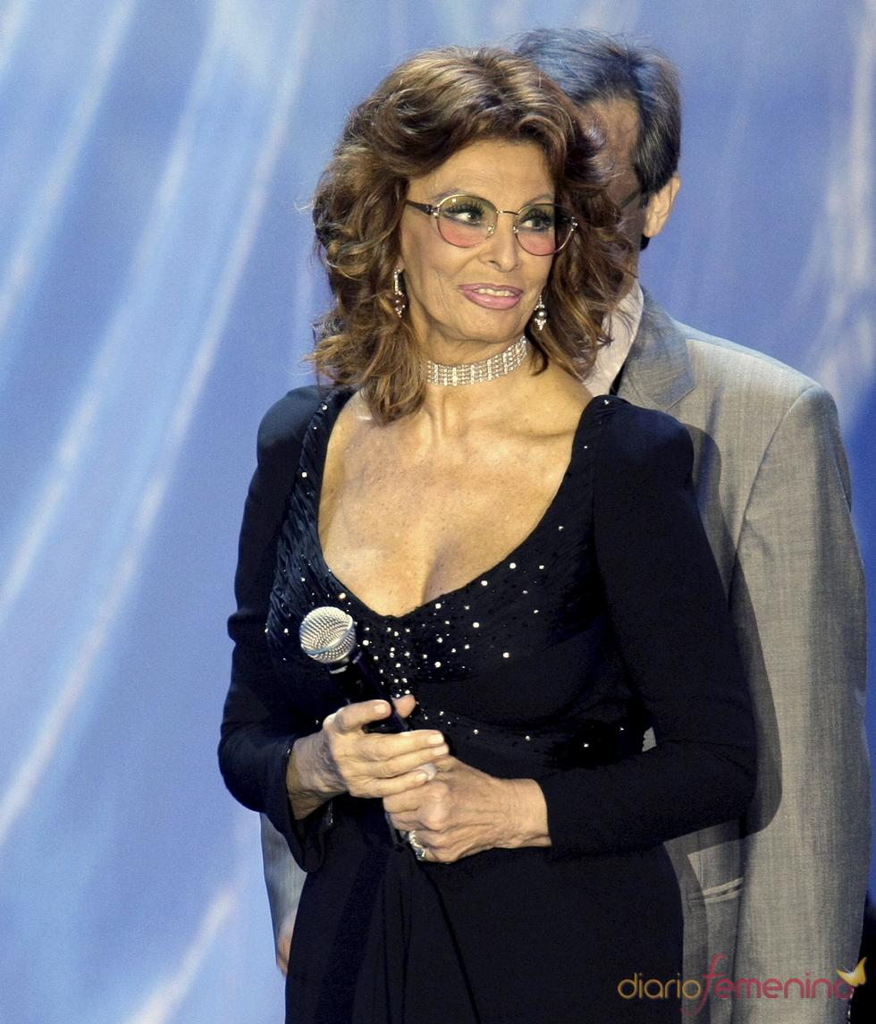 Sophia Loren participa en una gala benéfica en Rusia