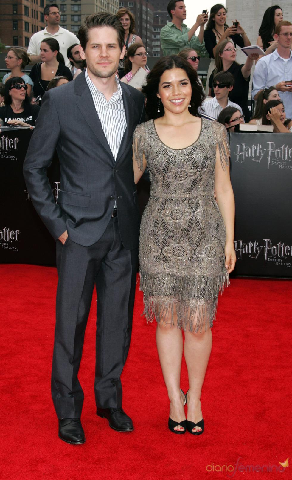 America Ferrera y Ryan Piers Williams en el estreno de 'Harry Potter y las reliquias de la muerte. Parte 2' en Nueva York