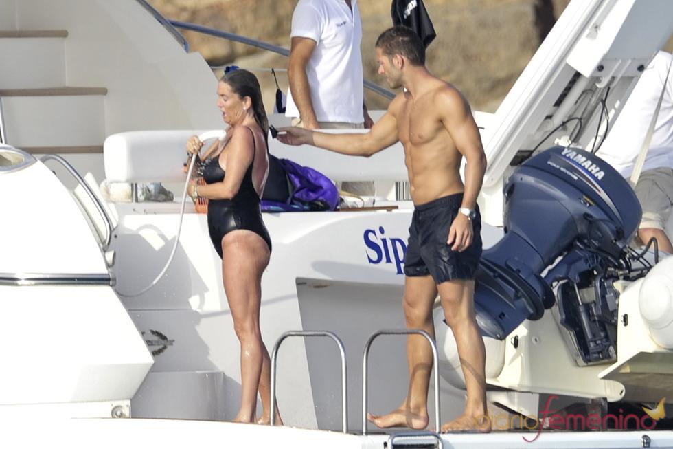 Darek y Susana Uribarri de relax en las playas de Ibiza