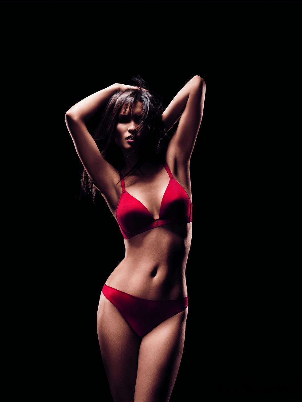 Conjunto de lencería rojo de la colección otoño-invierno 2011-2012 de la firma Implicite