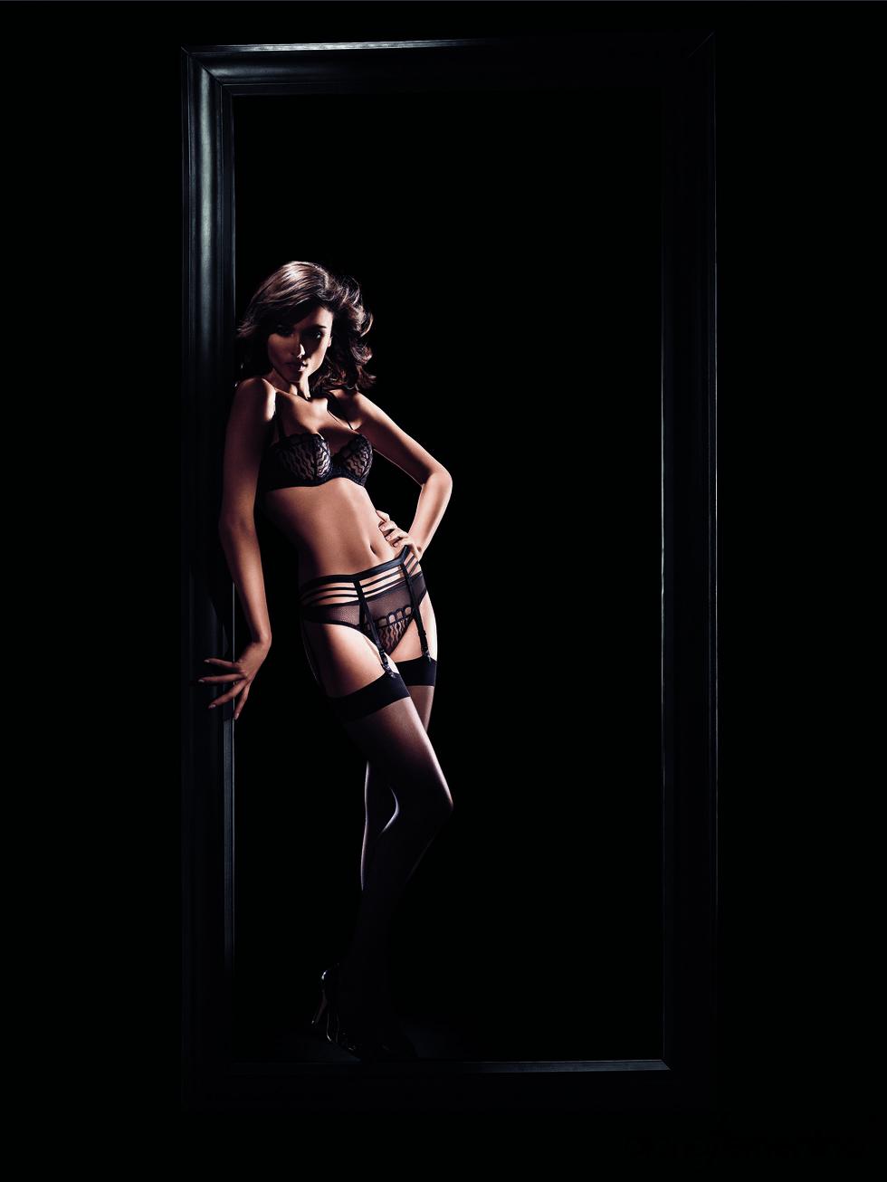 Conjunto de lencería negro con liguero de la colección otoño-invierno 2011-2012 de la firma Implicite