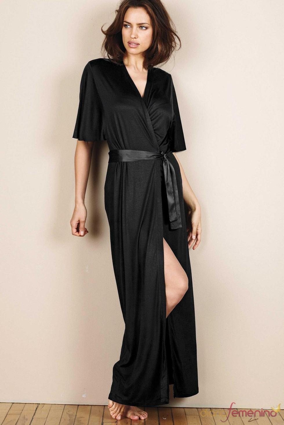 Irina Shayk con una bata de la colección otoño/invierno 2011/12 de Next