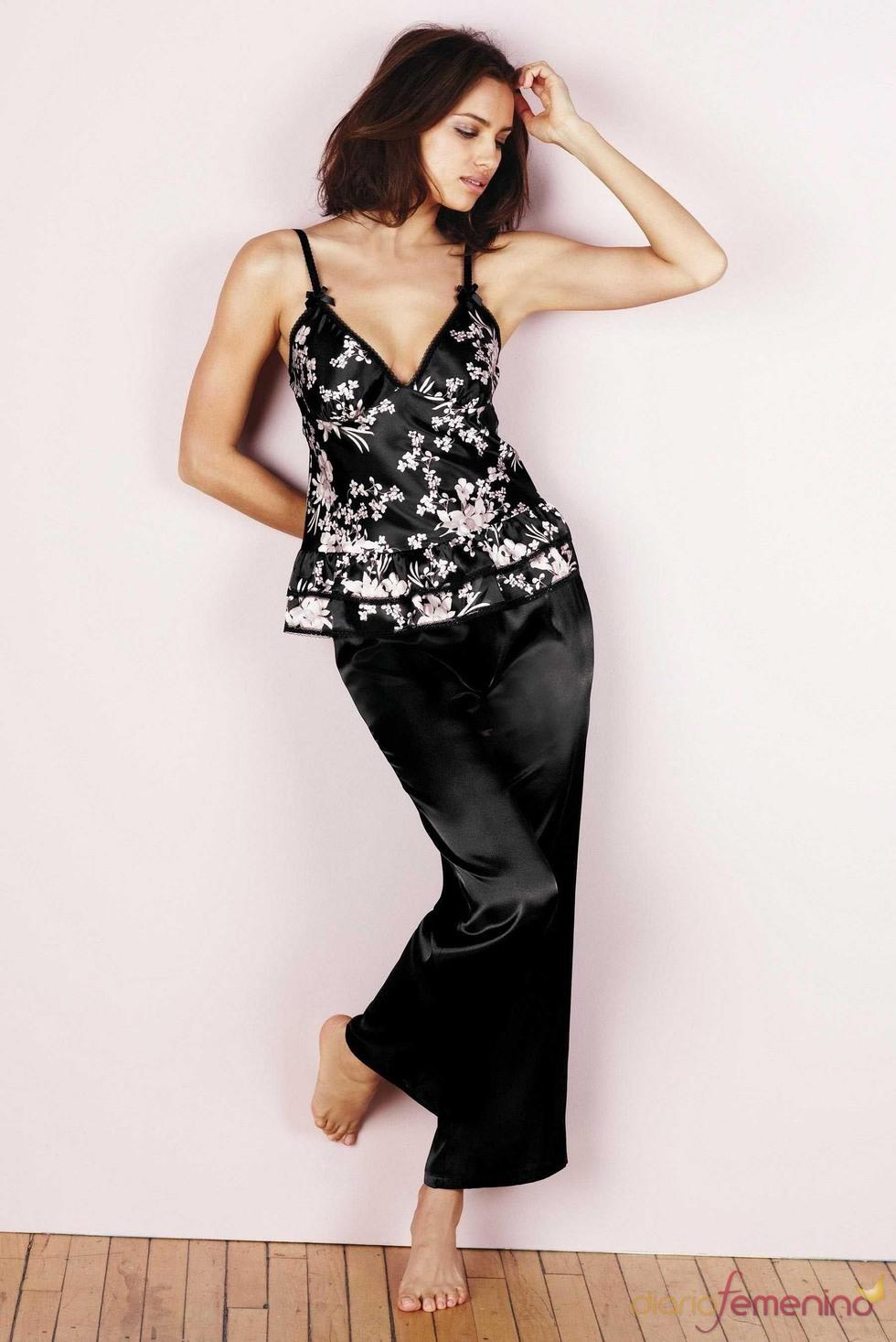 Irina Shayk con un pijama de la colección otoño/invierno 2011/12 de Next
