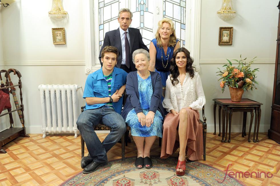 Ricardo Gómez, María Galiana, Pilar Punzano, Ana Duato e Imanol Arias en la presentación de 13 temporada de 'Cuéntame'