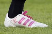 David Beckham estrena botas rosas en honor a su hija Harper Seven