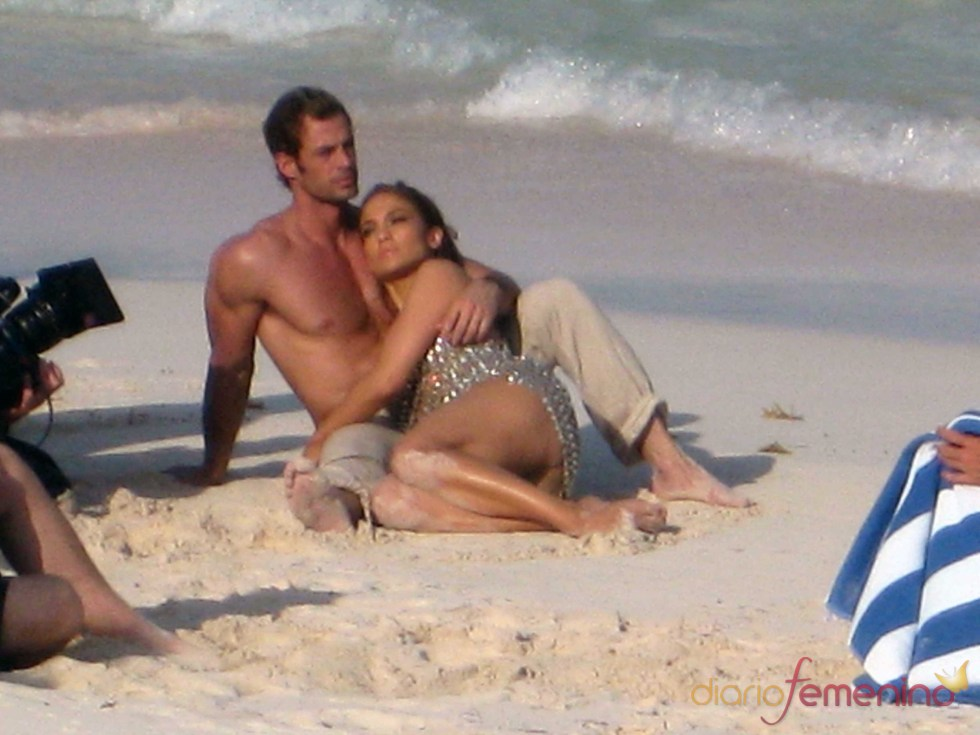 Jennifer López y William Levy durante el rodaje del videoclip 'I'm into you'