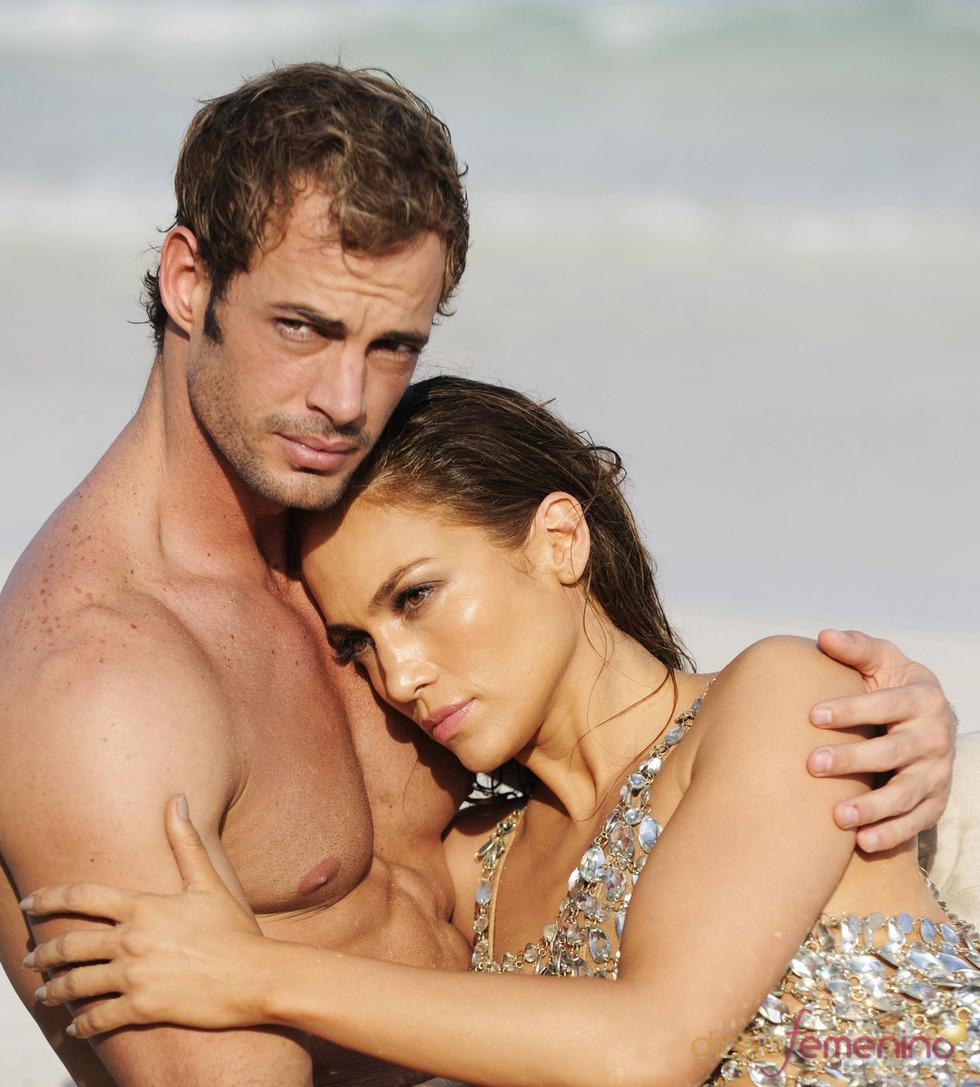 Jennifer Lopez y William Levy, abrazados durante el rodaje de 'I'm into you'