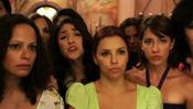 Eva Longoria rodeada de mujeres en la película 'Without Men'