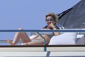 Eugenia Martínez de Irujo toma el sol durante sus vacaciones en Ibiza