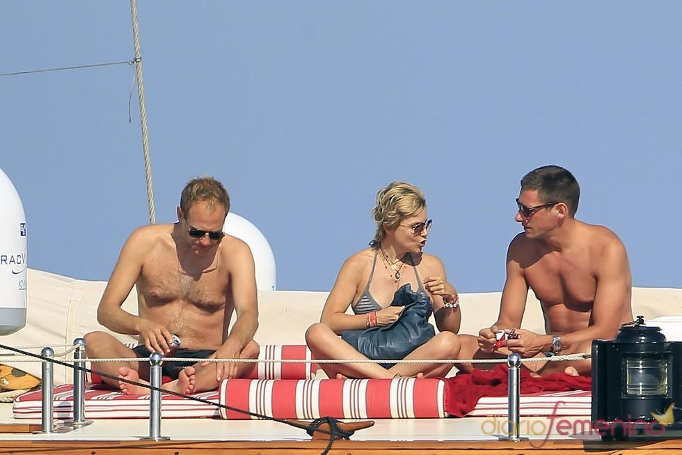 Eugenia Martínez de Irujo disfruta de sus vacaciones en Ibiza con amigos