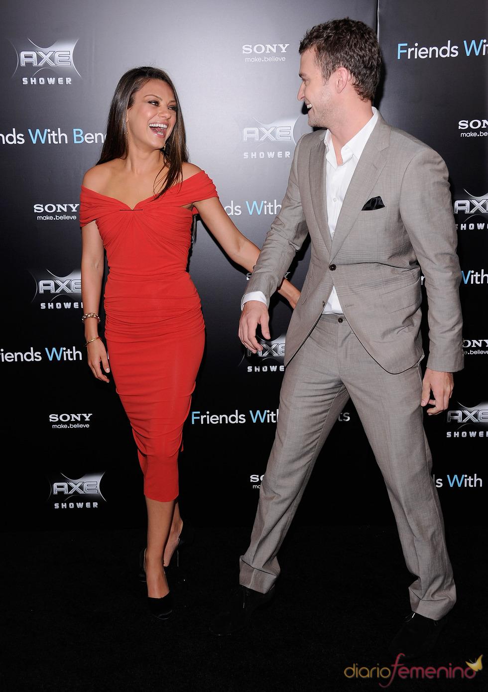 Justin Timberlake y Mila Kunis muy risueños en el estreno de 'Amigos con beneficios' en Nueva York