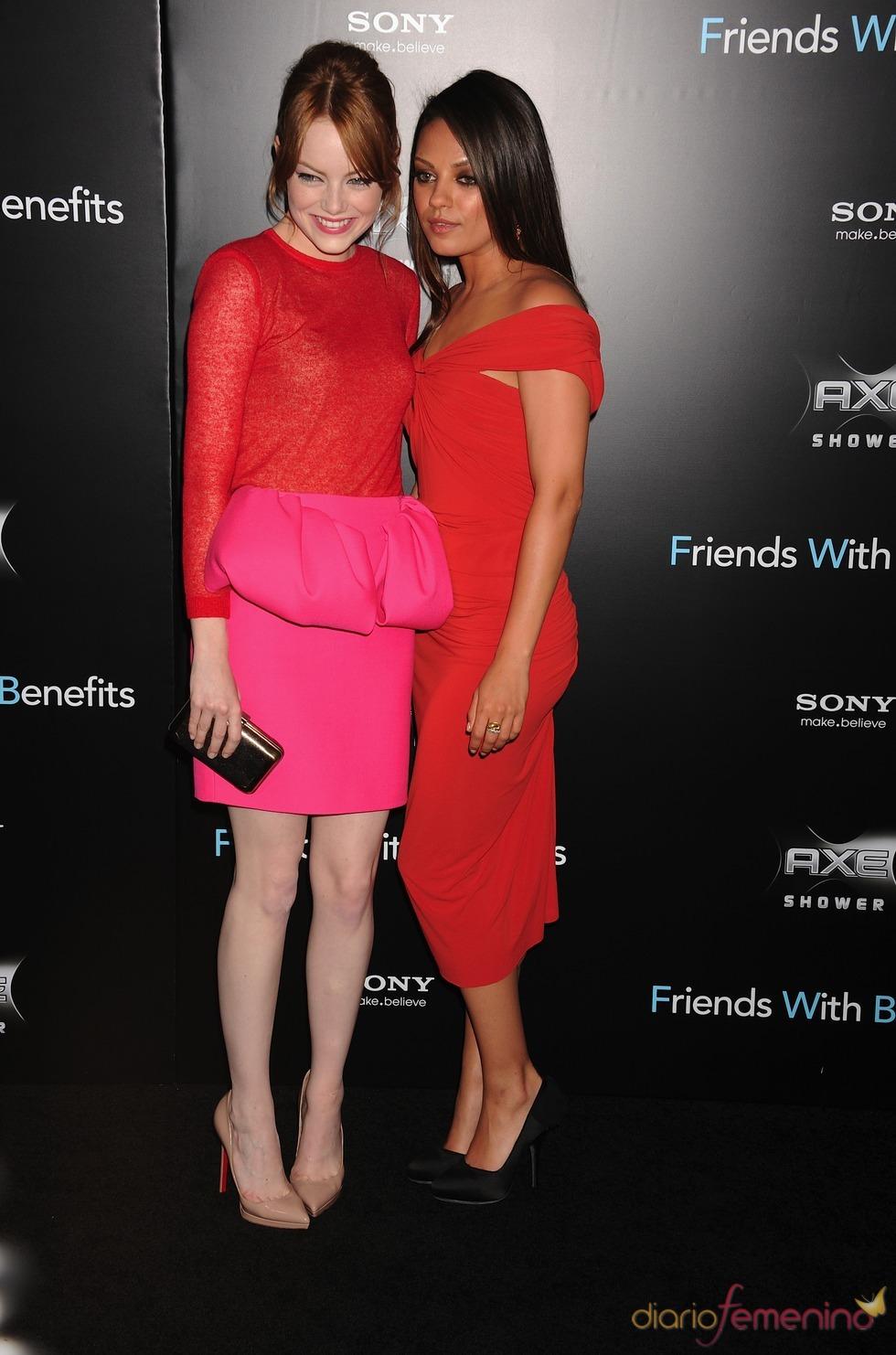 Emma Stone y Mila Kunis en el estreno de 'Amigos con beneficios' en Nueva York
