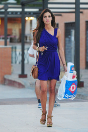 Sara Carbonero hace la compra con un look muy 'chic'