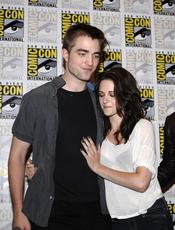 Robert Pattinson y Kristen Stewart, acaramelados en el Comic Con 2011
