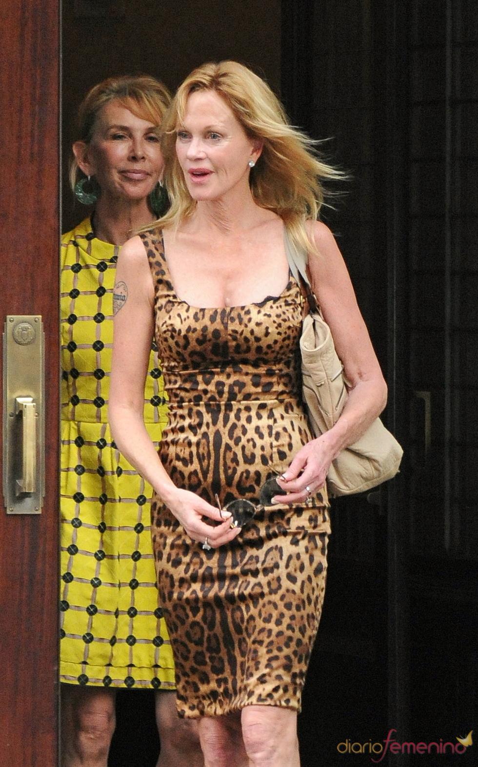 Melanie Griffith con un vestido estampado de leopardo