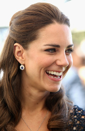 Kate Middleton recibe unos pendientes de Diana de Gales