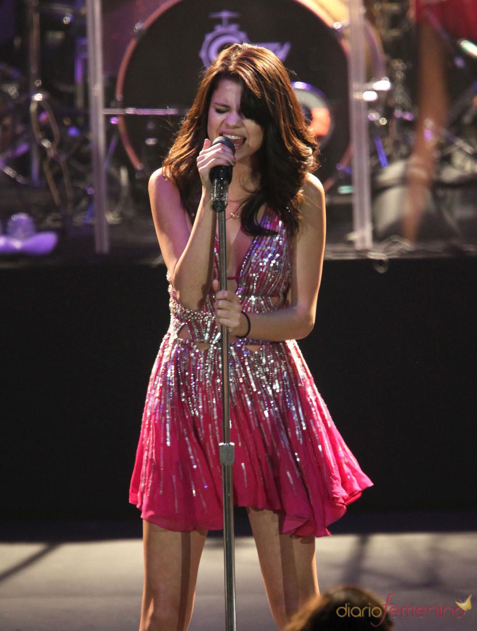 Justin Bieber sorprende a Selena Gomez en su concierto de Costa Mesa, California