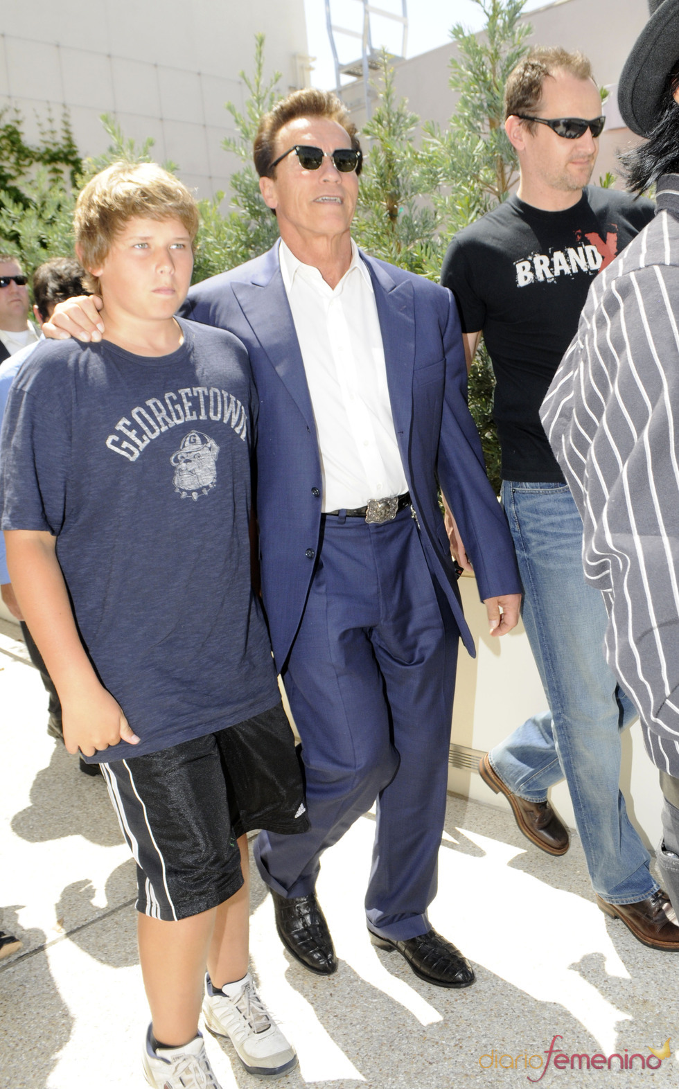 Arnold Schwarzenegger y su hijo Christopher en Beverly Hills