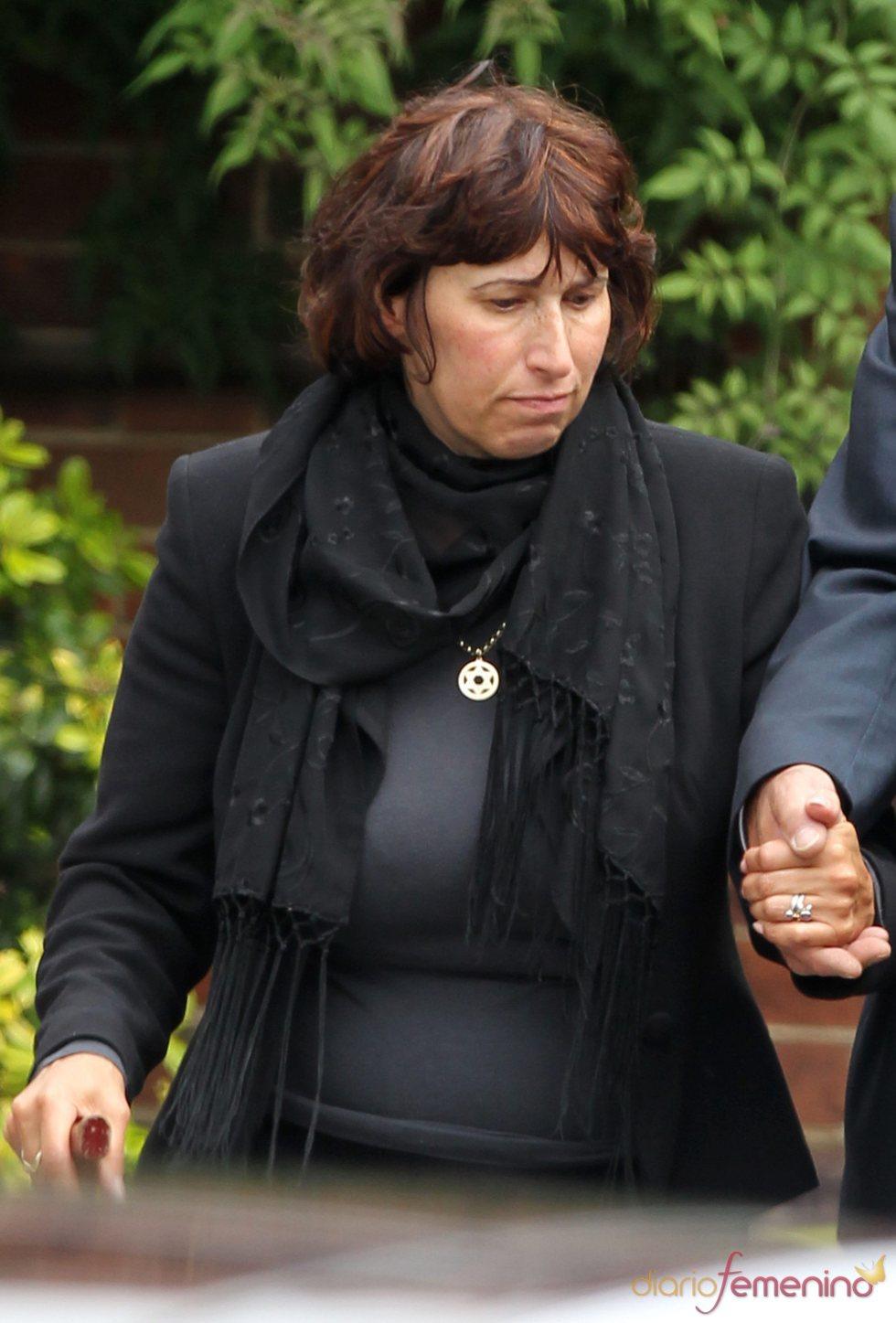 Janis Winehouse, la madre de Amy Winehouse, a su llegada al crematorio