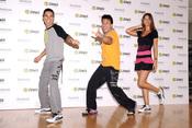 Julio Iglesias Jr y Malena Costa muestran el programa Zumba para estar en forma