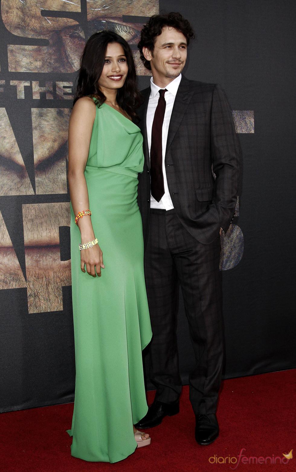 James Franco y Freida Pinto en el estreno de 'El planeta de los simios' en Los Ángeles