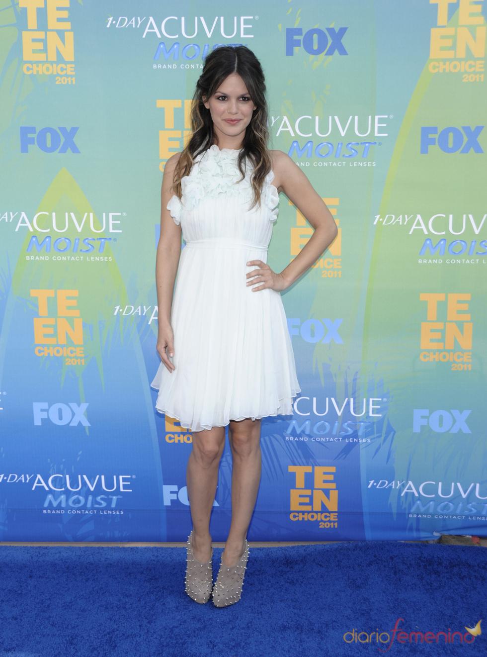 Rachel Bilson en la alfombra azul de los Teen Choice Awards 2011
