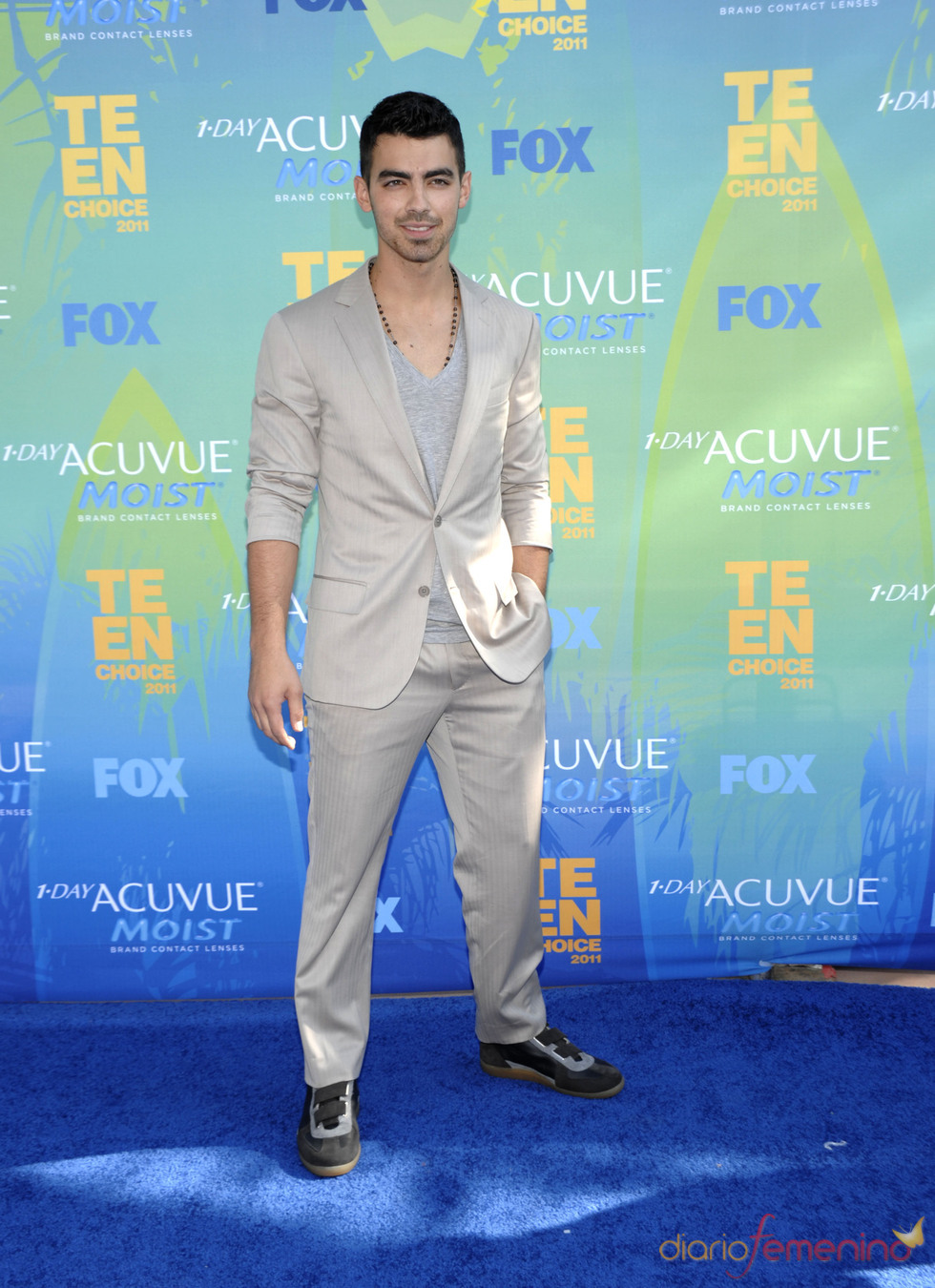 Joe Jonas en la alfombra azul de los Teen Choice Awards 2011