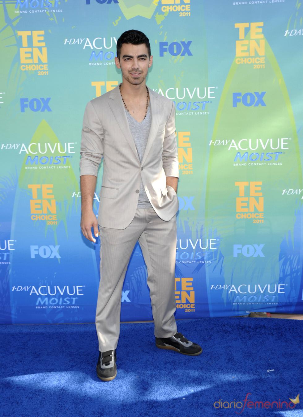 Joe Jonas en la alfombra azul de los Teen Choice Awards 2011