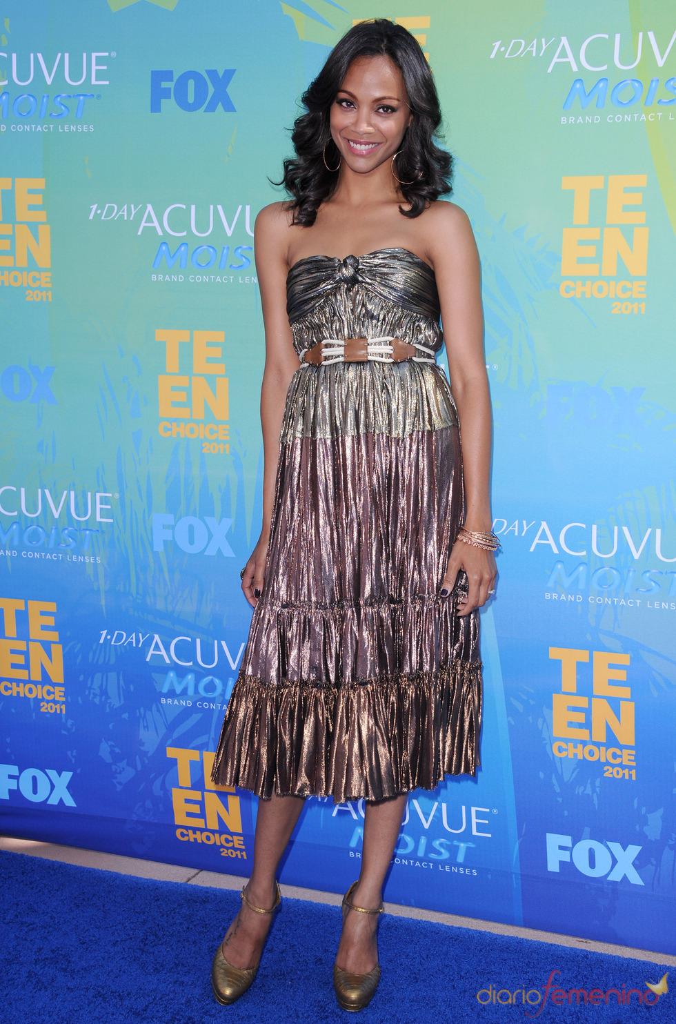 Zoe Saldaña en la alfombra azul de los Teen Choice Awards 2011