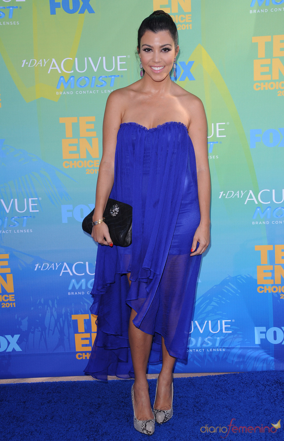 Kourtney Kardashian en la alfombra azul de los Teen Choice Awards 2011